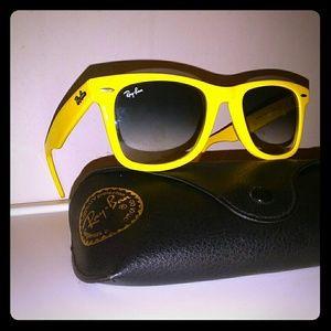 vintage b&l ray ban wayfarer yellow frame sunglass